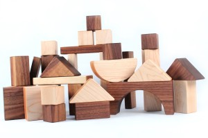 wooden-building-blocks-handmade-childrens-toys-usa-all-natural-and-organic-smiling-tree